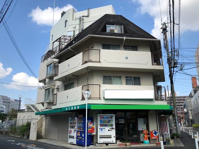 吹田市にて、台風被害による屋根と経年劣化による外壁、屋上の現場調査に伺いました。