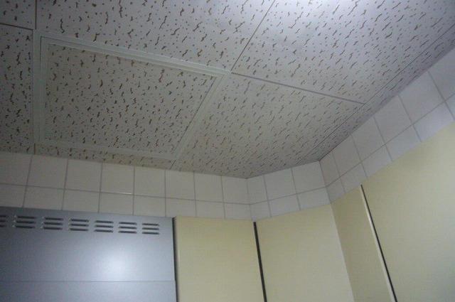 キッチン天井からも雨漏り