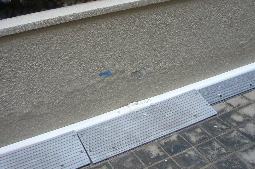 塀の塗膜剥離 補修前