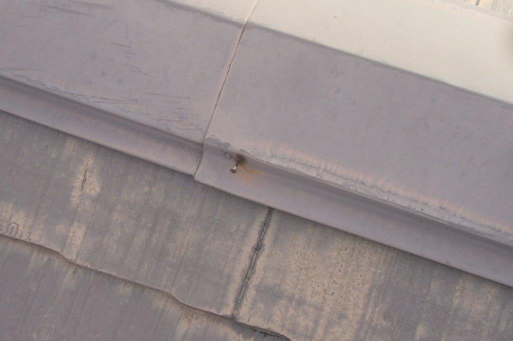 棟板金 釘浮き