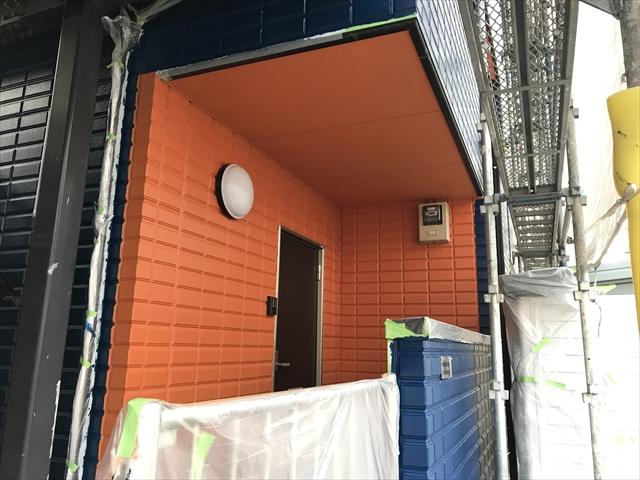 オレンジ壁