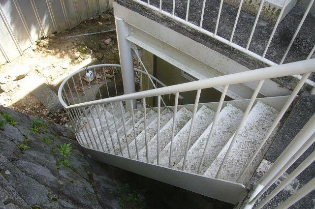 屋外 螺旋階段