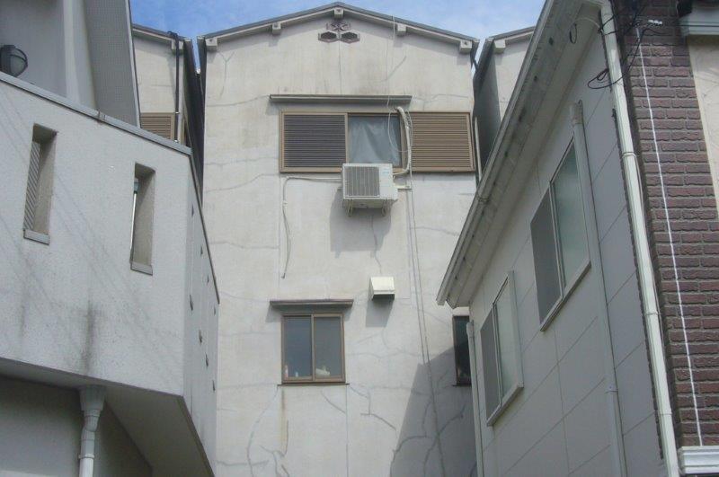 施工前 裏面 モルタル外壁 クラック多数