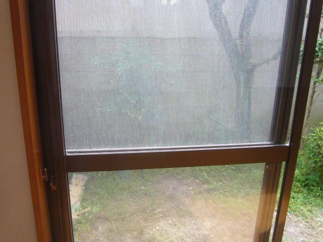 窓硝子の汚れ