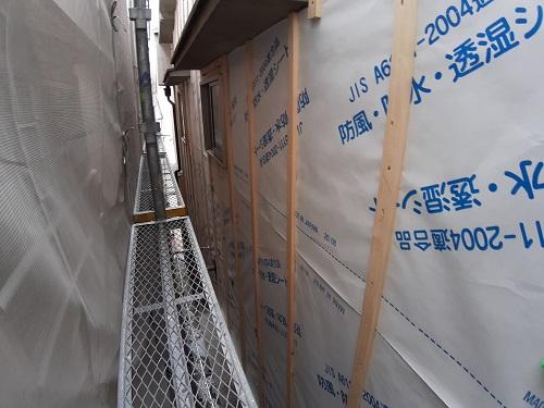 大阪市平野区でモルタル外壁の上からカバー工法での様子です!