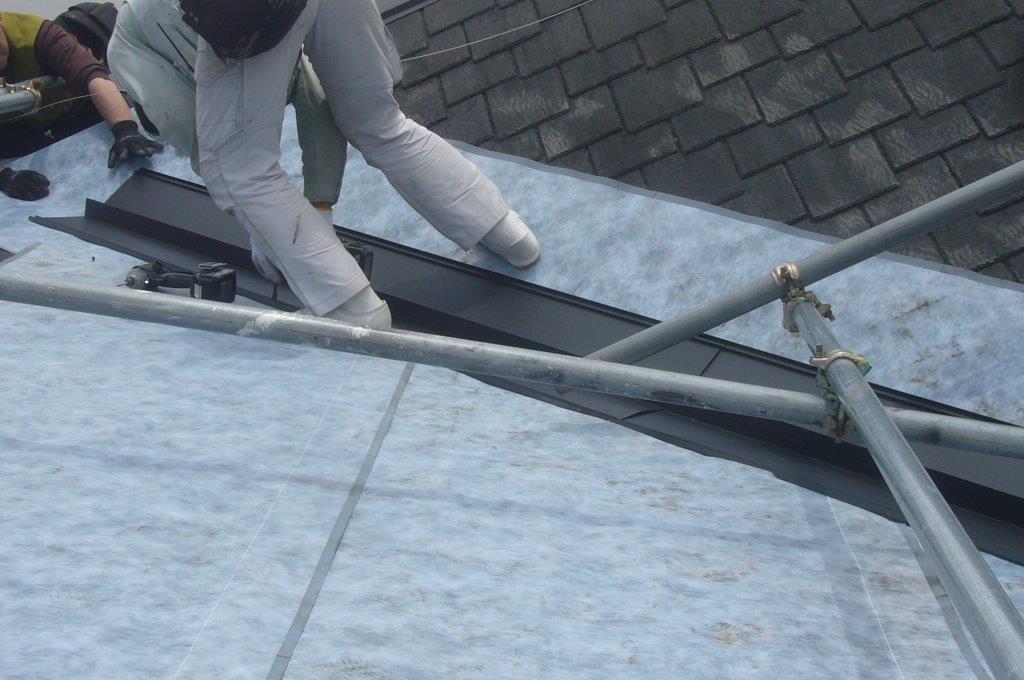 屋根葺き替え カバー工法 谷樋