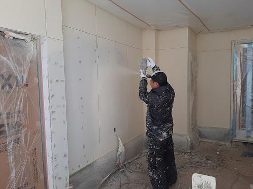 大阪市平野区 リノベーションで新しく作ったガレージ壁の塗装