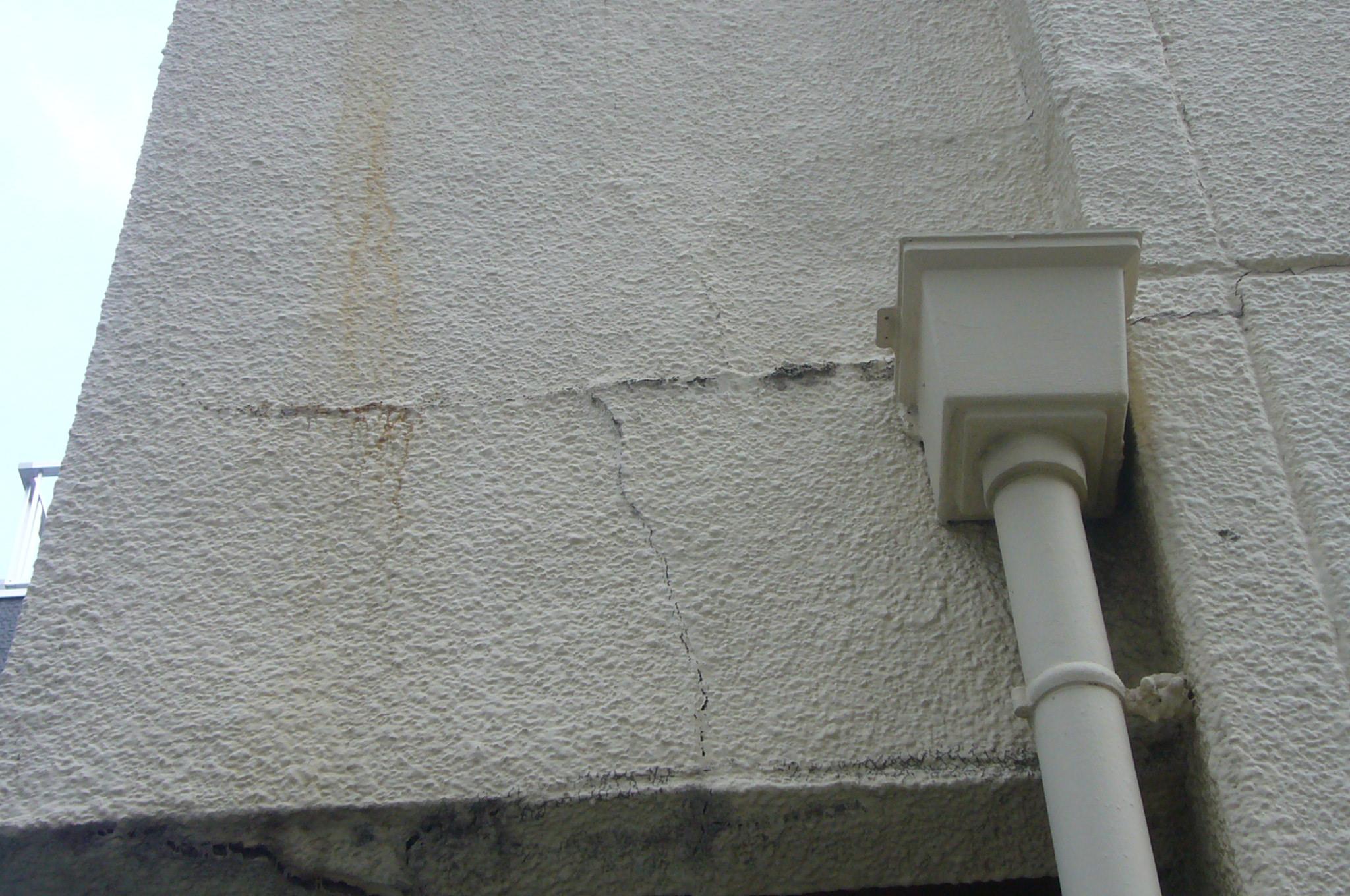外壁の横ヒビ割れは危険