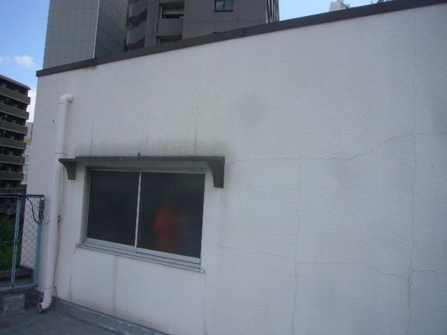 塔屋外壁クラック修理