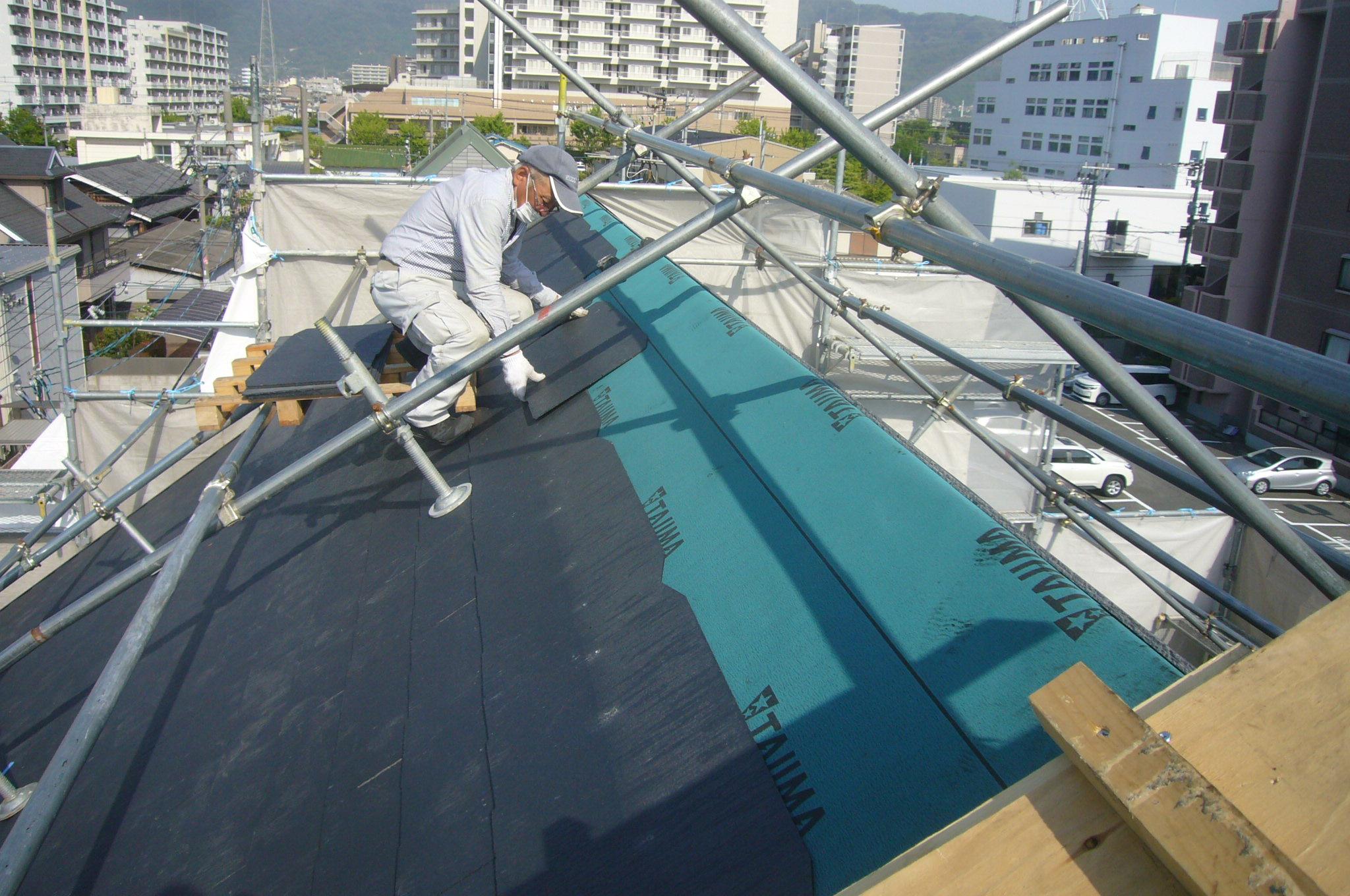屋根工事中
