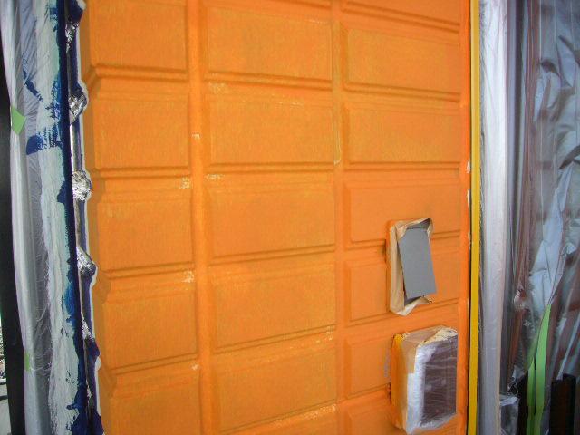 オレンジの壁
