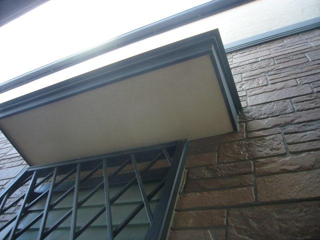 庇と外壁の取り合いからの雨漏りに注意