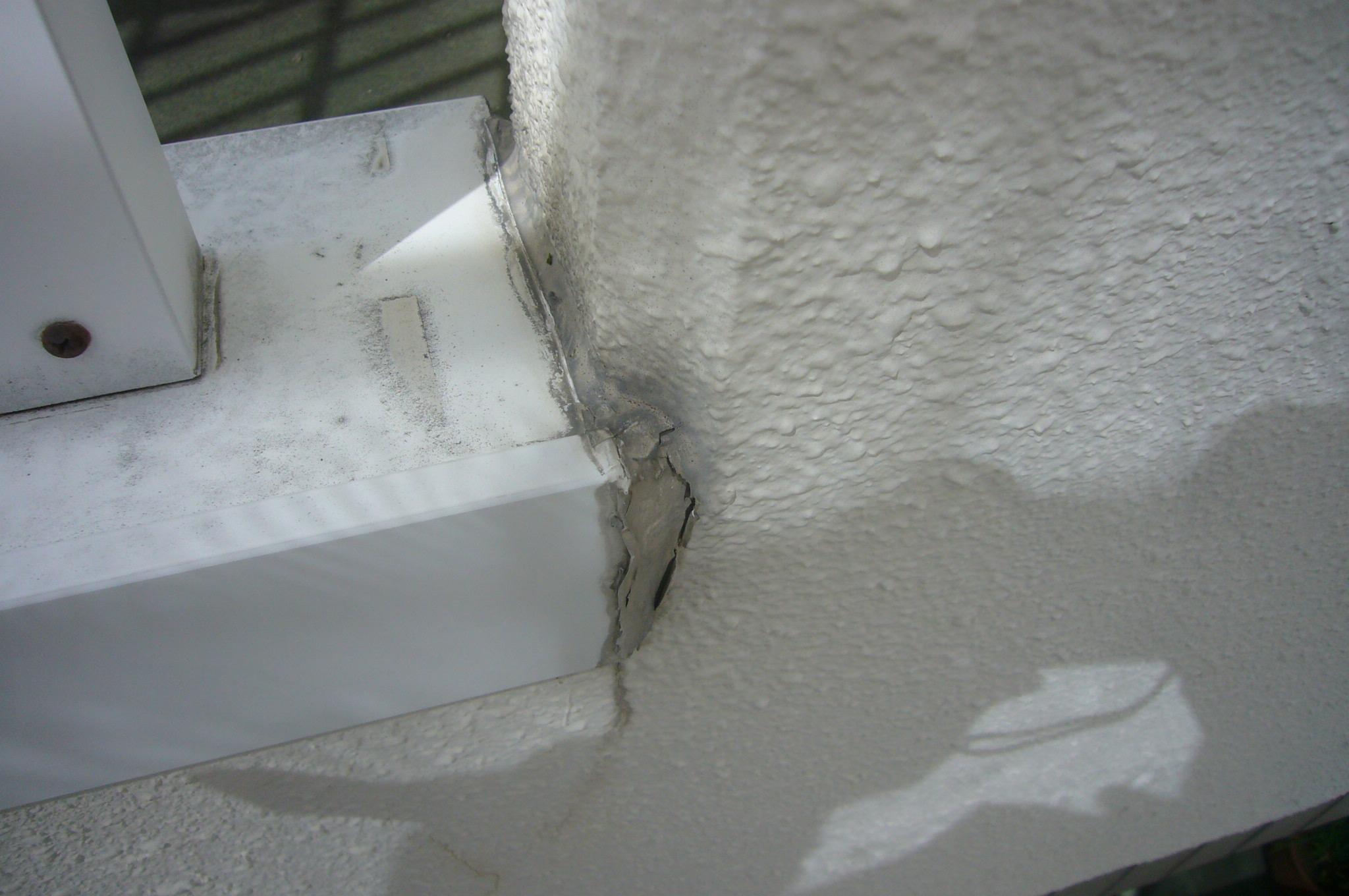 笠木と壁の取り合いシール剥離