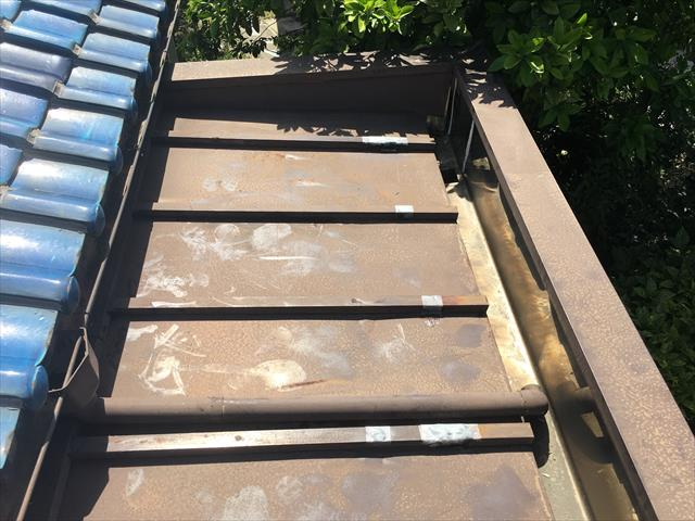 トタン屋根 経年劣化 雨漏り 補修跡
