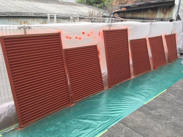 雨戸の塗装 吹付塗装