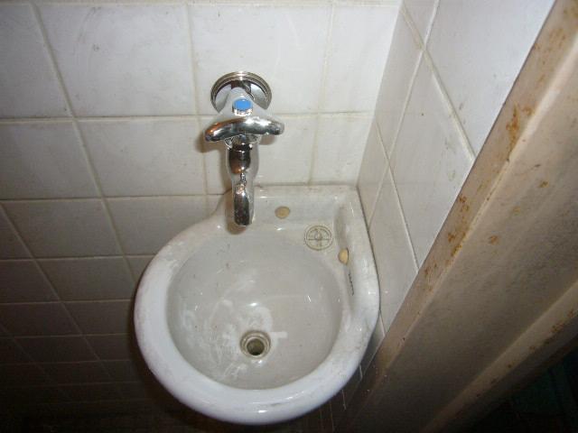 トイレ内手洗い用カラン取り替え