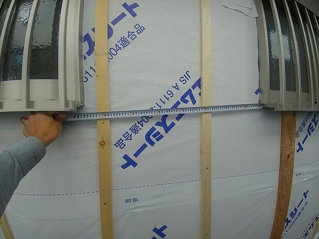 壁内に通気層を設ける胴縁を取付け