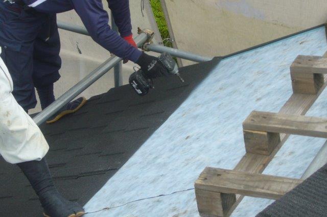 屋根工事 屋根材のビス止め