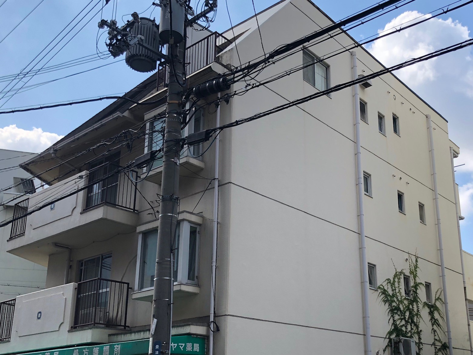 吹田市にて、台風被害にあわれたマンションの現場調査に伺いました。