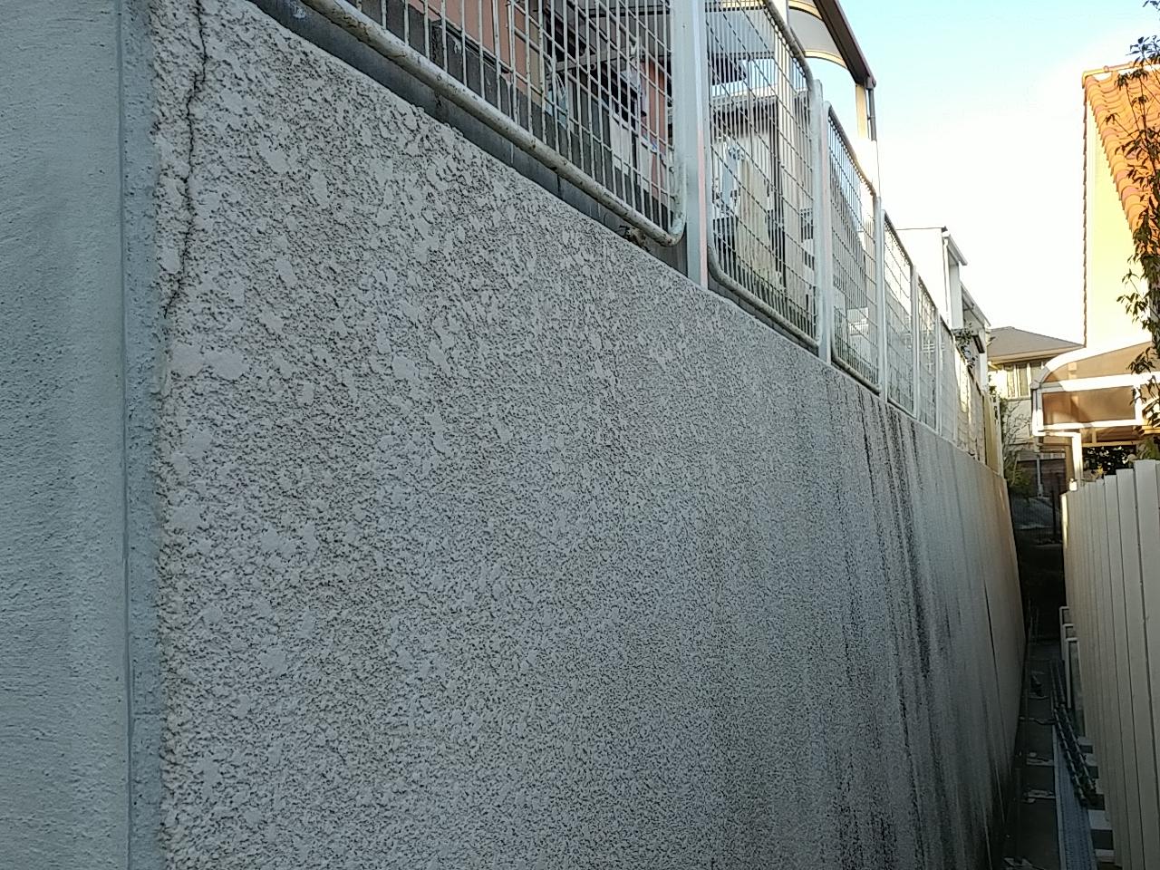 吹田市で擁壁の改修工事を行っています