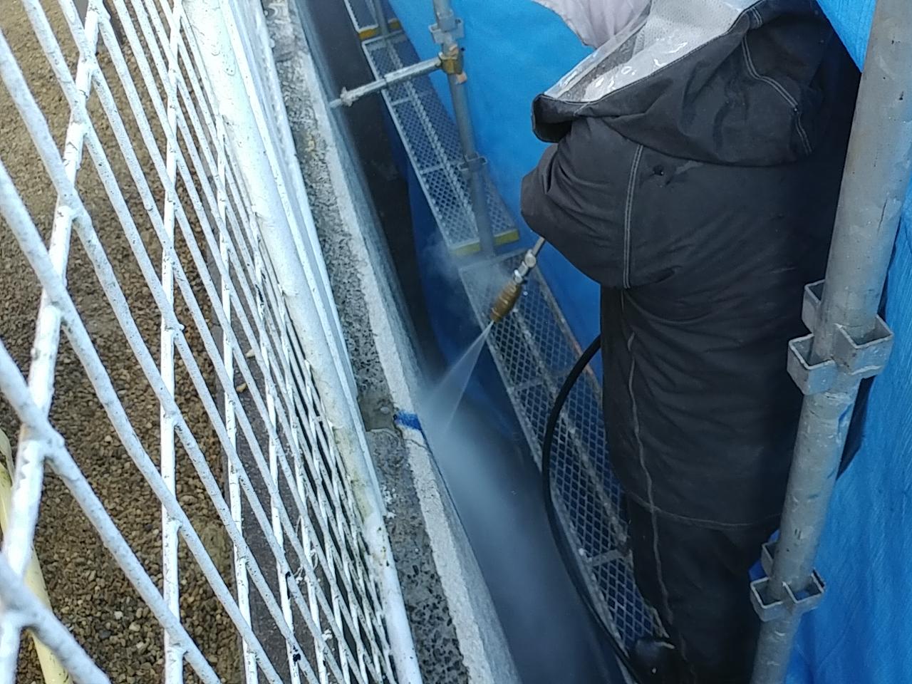 吹田市で擁壁の亀裂補修を行いました