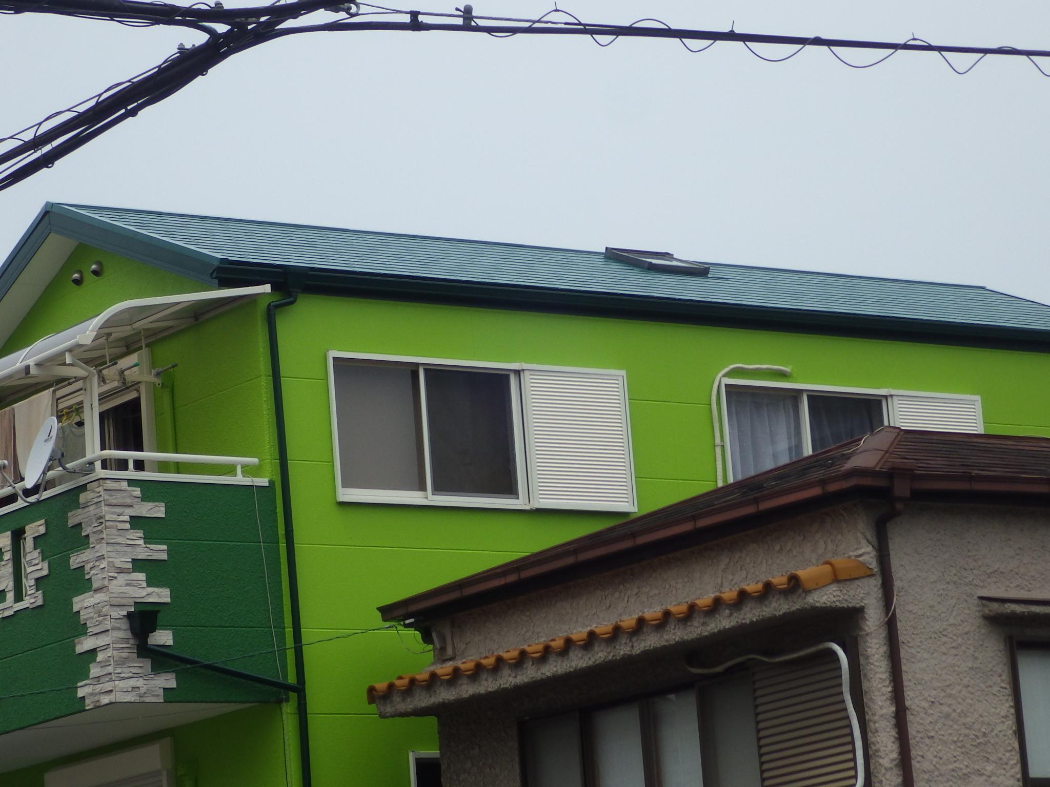 緑色の屋根と壁