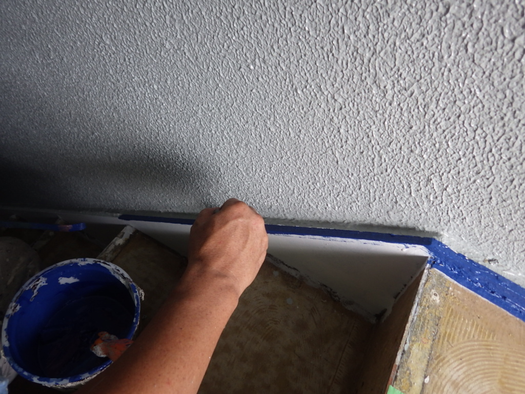シートを張る前に塗装を終えます