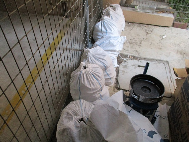 シール撤去 ゴミ 大量