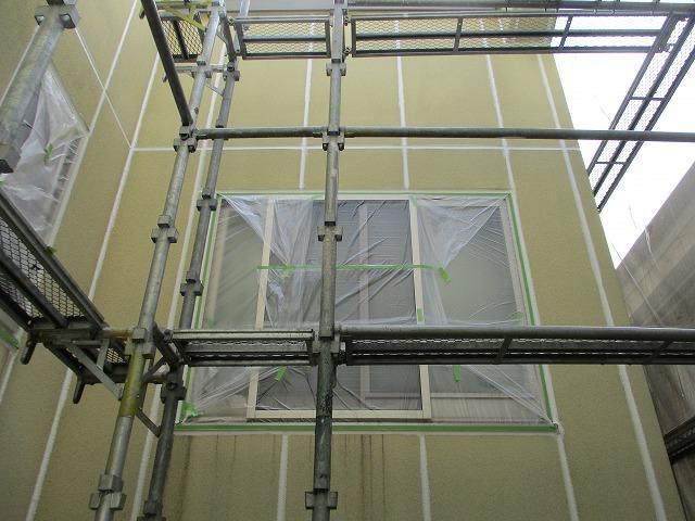 外壁塗装 養生 中庭の窓