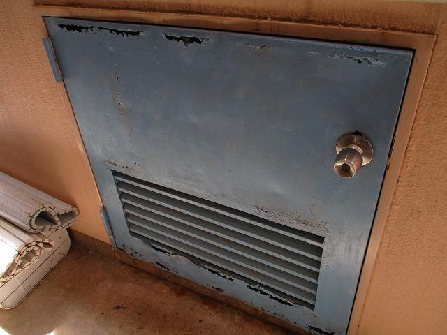 貯水槽の下扉 錆 施工前