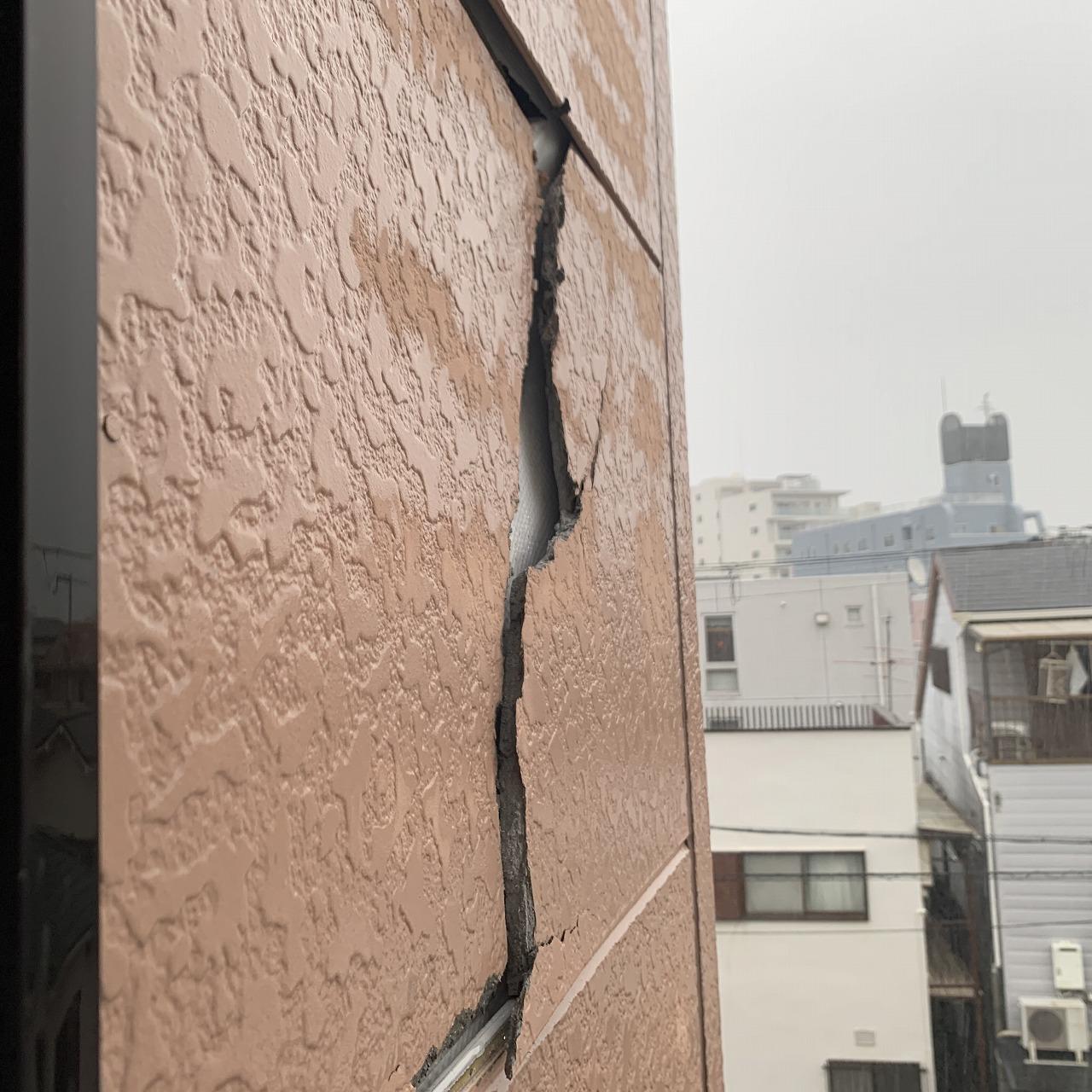 台風被害 サイディングの割れ 火災保険使用