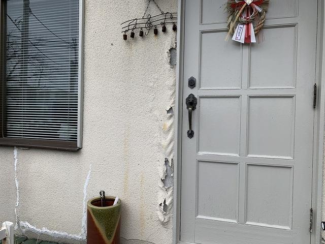 玄関の塗膜の浮き