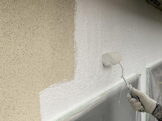 大阪市生野区のモルタル外壁になみがた模様で塗装しています