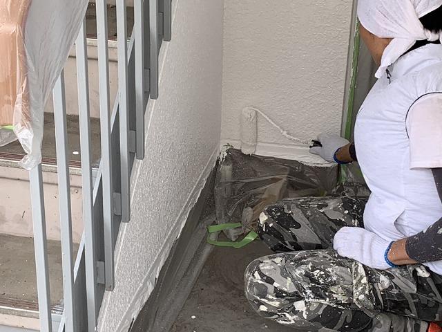 階段室 内壁塗装 水性ケンエース