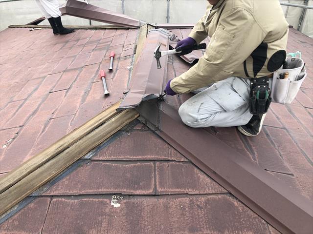 屋根葺き替え 棟板金撤去
