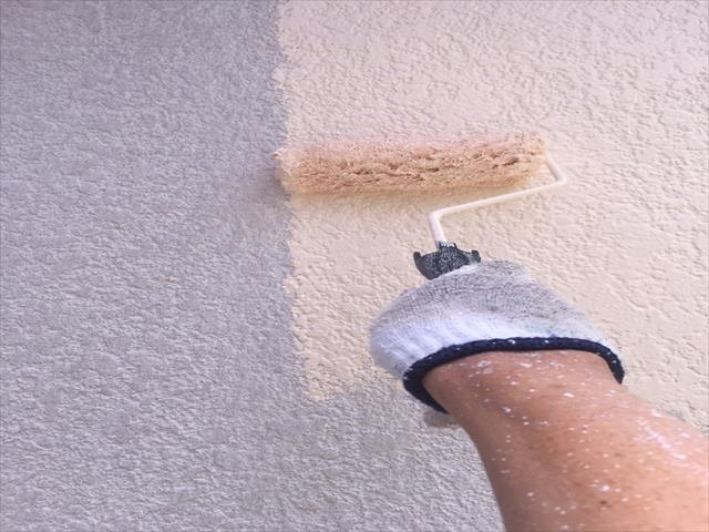 モルタル外壁塗装 中塗り パーフェクトトップ使用