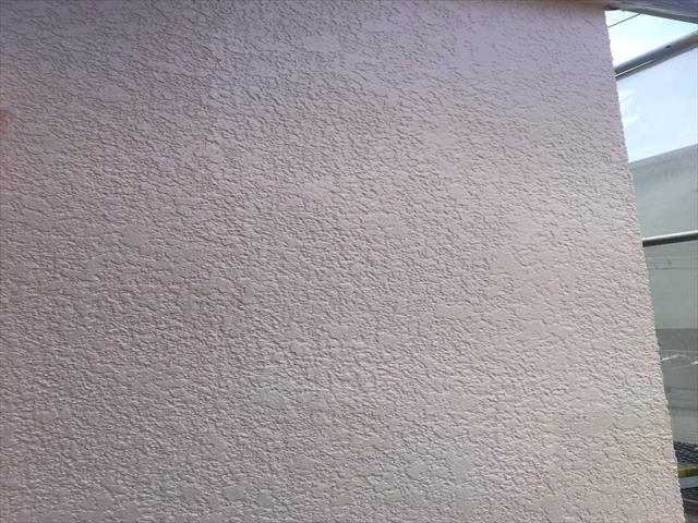 モルタル外壁塗装 上塗り終了 パーフェクトトップ使用