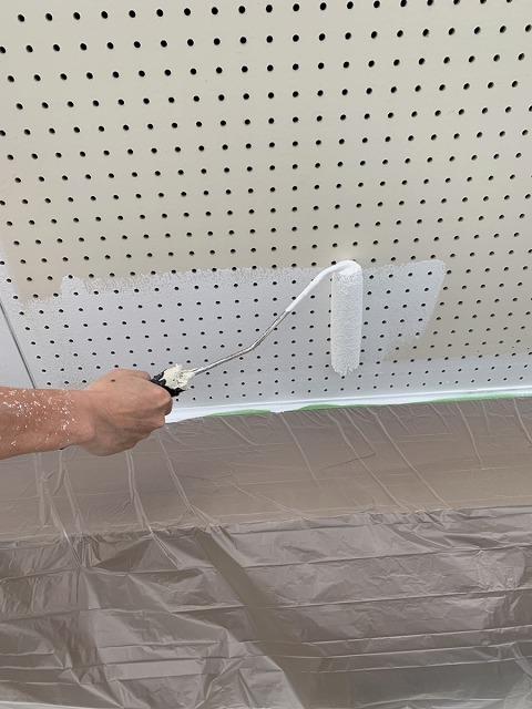 軒天塗装 ローラー塗り 水性ケンエース