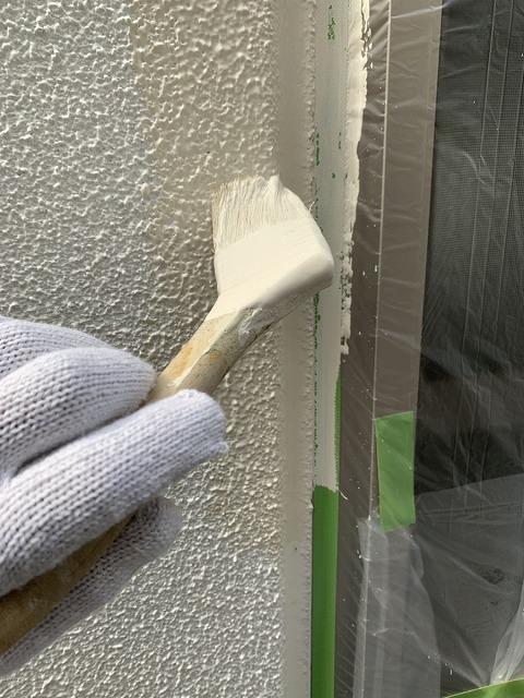 外壁塗装 中塗り ダメ込み パーフェクトトップ使用