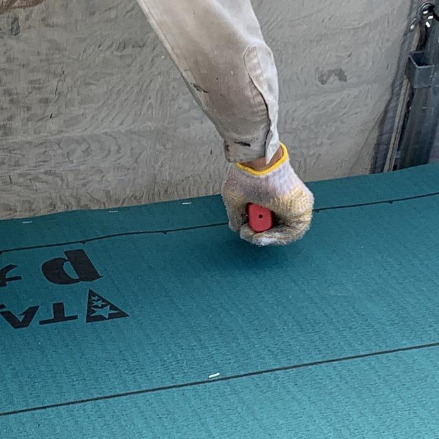 ルーフィング貼り 屋根工事 タッカー