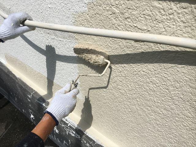 外壁シリコン塗装 中塗り