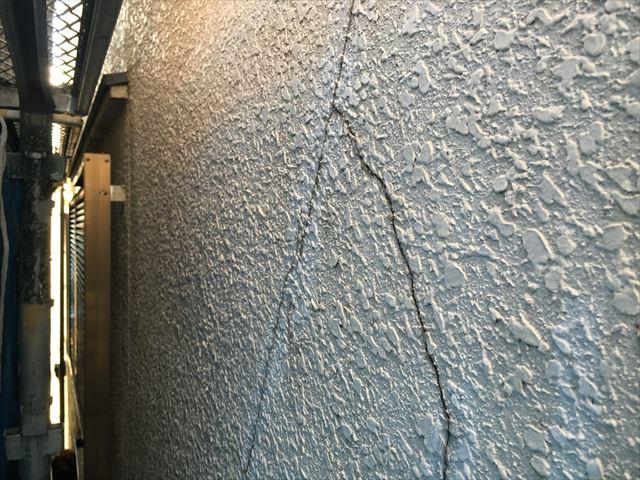 外壁 クラック 雨漏り