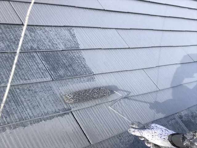 屋根塗装 2液溶剤 上塗り1回目