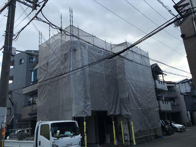 3階建て、外壁・屋根塗装工事 足場仮設後