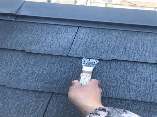 屋根塗装工事 縁切り作業