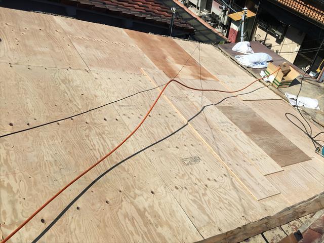 屋根葺き替え工事 コンパネ貼り