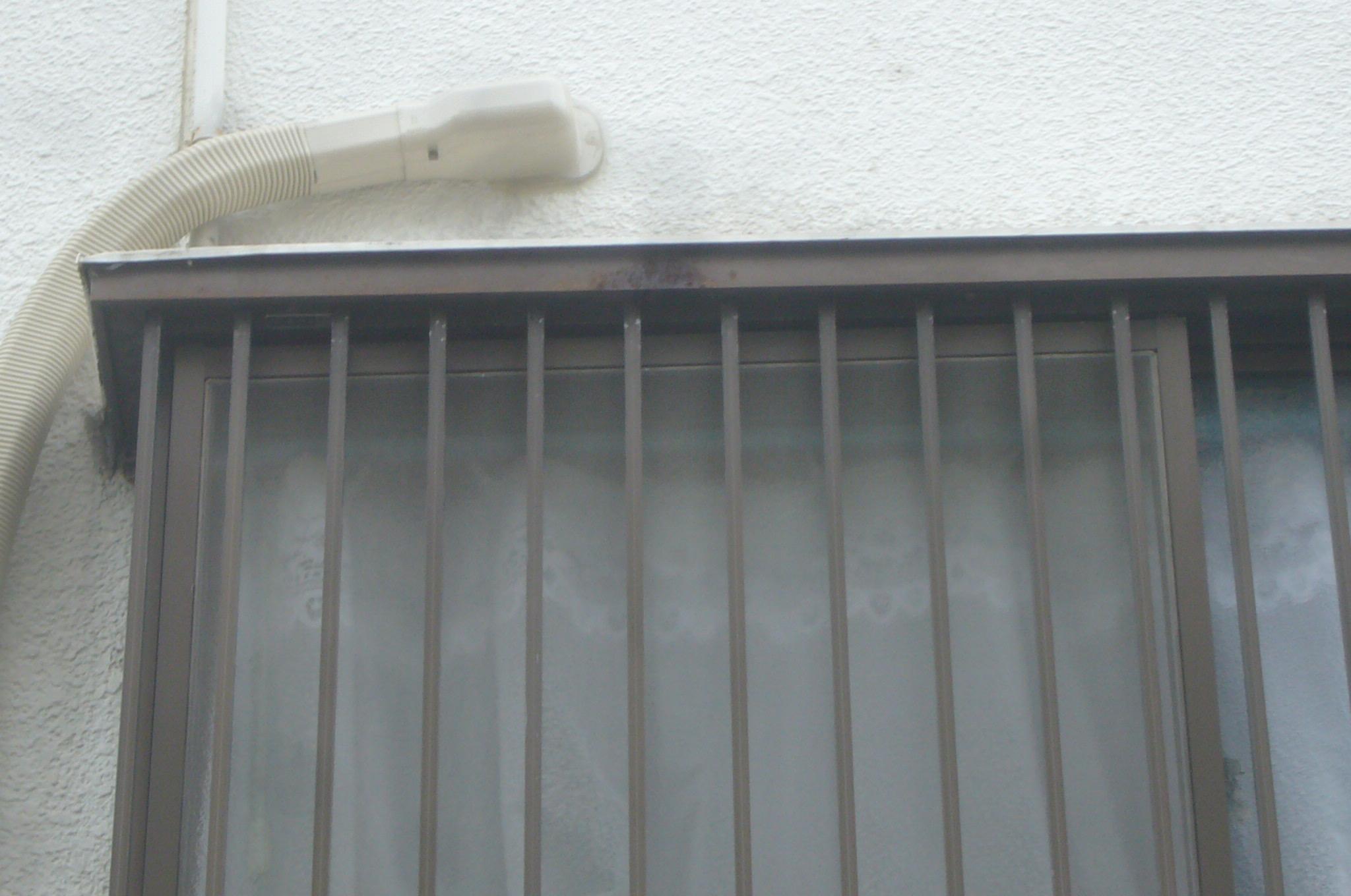 エアコン配線貫通部
