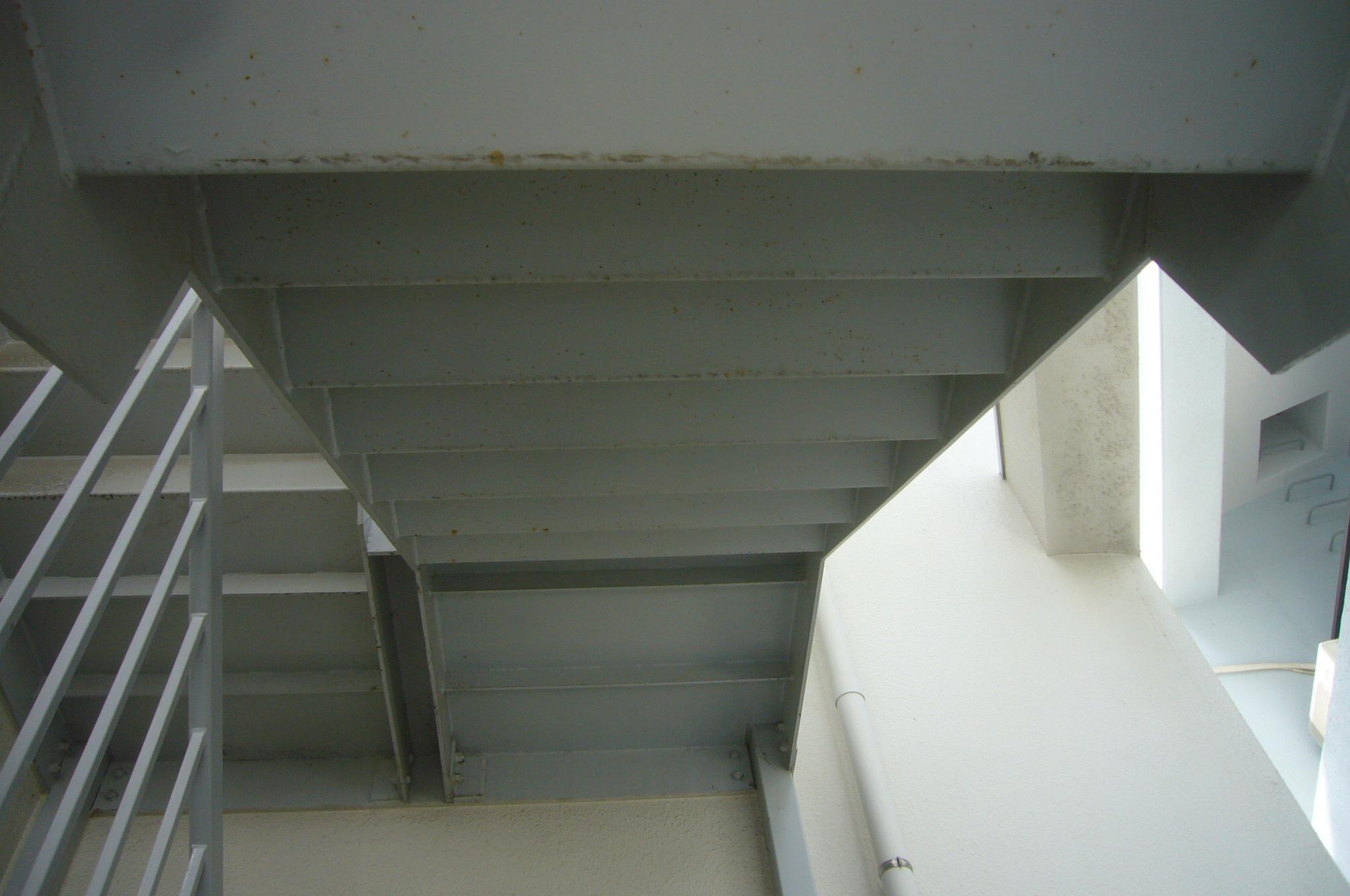 階段裏塗装劣化
