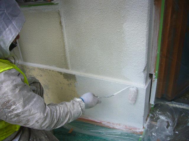 外壁ローラー塗り