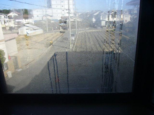 窓ガラスに結露
